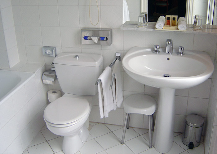 33-overflowing-toilet