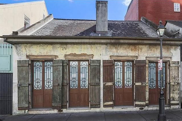 Delightful Oku2026 This Home In The French Quarter Looks On The Outside That It Belongs In  The French Nickle. What Is The Game Plan Here? Make It Look So Bad That  Robbers ...